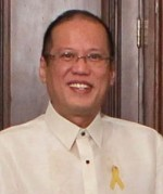 GROUP: President Benigno S. Aquino III poses for photograph immediately after confering US Senator Daniel Inouye (7th from left) and US Senator Thad Cochican (6th from left) the Order of Sikatuna and Order of Lakandula respectively in a ceremony Monday in Malacanang. Standing from left are malacanang chief of protocol Manuel Perez-Rubio, House Speaker Feliciano Belmonte, Senate President Juan Ponce-Enrile,  DFA Secretary Albert del Rosario, President Aquino, Sen. Thad Cochican, Sen. Daniel Inouye and wife Irene, and US Ambassador to the Philippines Harry Thomas. (Photo by Gil Nartea/Malacanang Photo Bureau)