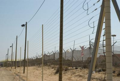 Refugees continue to flood into Israel through the Egyptian border