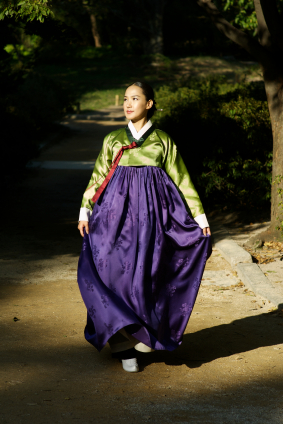 A South Korean woman wearing the traditional hanbok
